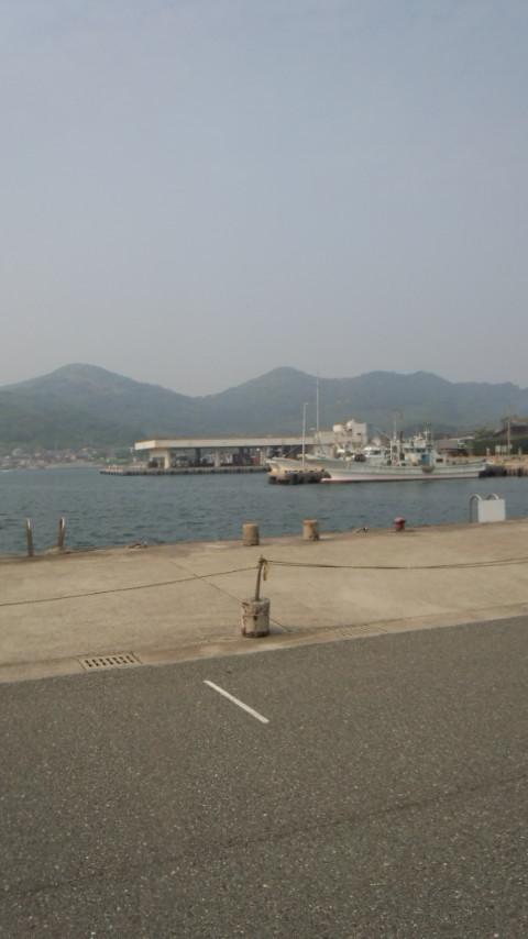西浦漁港 船べり
